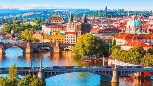czech-republic-prague-old-town-and-vltava-river-1280x720